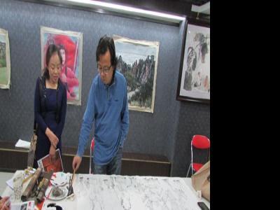 人物画家赵锦龙兰州成功美术馆笔会活动中创作仕女佳作