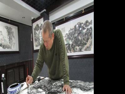 山水画家王本杰笔会活动再绘八尺山水佳作