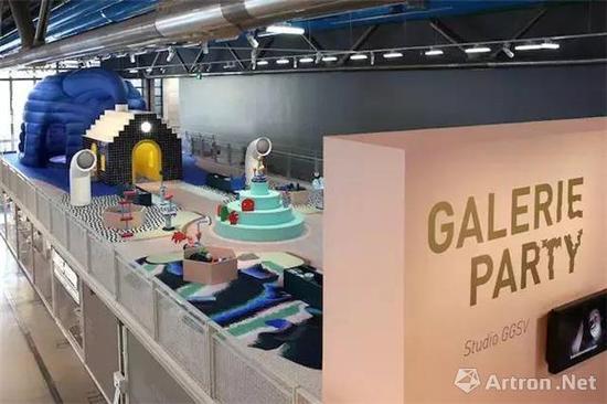 为庆祝蓬皮杜艺术中心建成 40 周年,巴黎的设计工作室 GGSV 受邀重新设计了其中的儿童展厅(Galerie des Enfants),搭建出了一个摆满各式各样雕塑部件的互动空间。