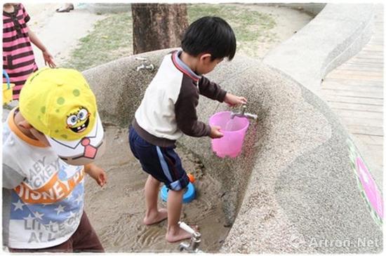 沙、土、水,被称为儿童三宝。