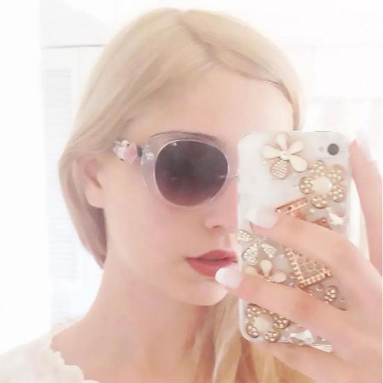 "Amalia Ulman,《出色与完美》(Excellences & Perfections (Instagram 更新, 27th May 2014),(Matching!!),选自 ""Excellences & Perfections"" (2015)系列。图片: ?Amalia Ulman"