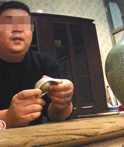 北京一拍卖公司鉴定师将记者26元购买的银锭道具估值上百万元,并称付数千元宣传费可在该公司拍卖。新京报记者 陈奕凯 摄